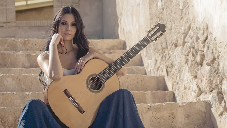 Isabel Martinez - Guitarra